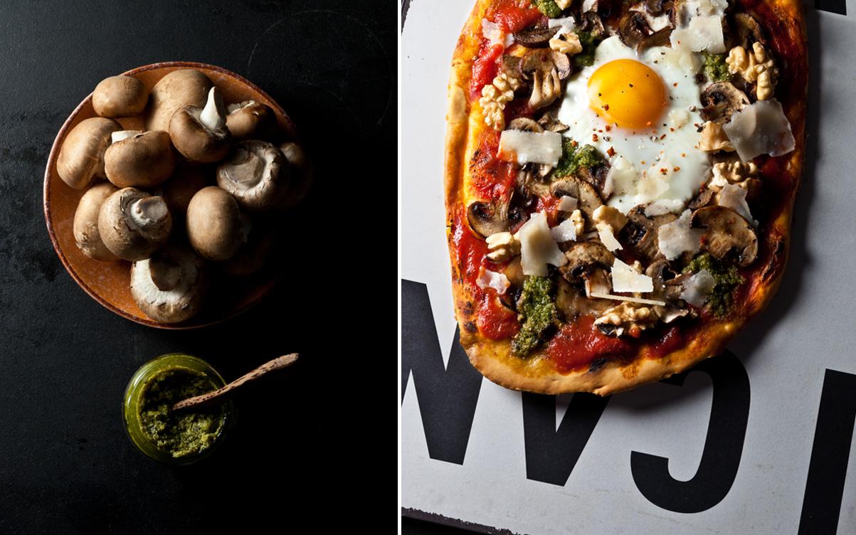 Champignons_auf-Pizza-mit-Spiegelei,-Pesto-und-Tomatensosse